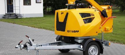 Leistungsstarker Buschholzhäcksler mit Benzinmotor auf gebremstem Fahrgestell montiert (38 HP) LS 160 PPB