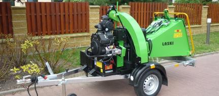 Buschholzhäcksler mit Benzinmotor auf gebremstem Fahrgestell montiert  LS 150/27 CB