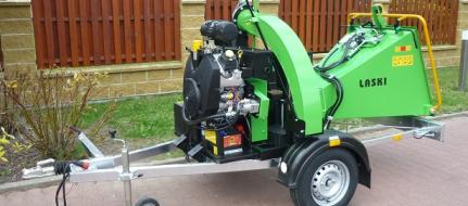 Buschholzhäcksler mit Benzinmotor auf gebremstem Fahrgestell montiert  LS 150/38 CB