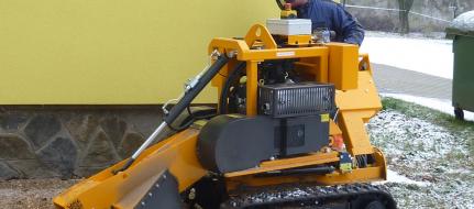 Baumstumpffräse auf Raupenfahrgestell mit Handbetätigung P 38 M - EFI
