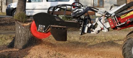 Die Baumstumpffräse mit Hydraulik zum Baggeranbau FZ 465