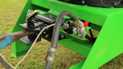 Buschholzhäcksler auf Drehkranz montiert und mit Anhängerkupplung versehen  LS 200 T (750 ÷ 1000 U/min)