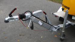 Leistungsstarker Buschholzhäcksler auf gebremstem Fahrgestell mit Dieselmotor und höhenverstellbarer Zuggabel (25 HP) LS 160 DWBS
